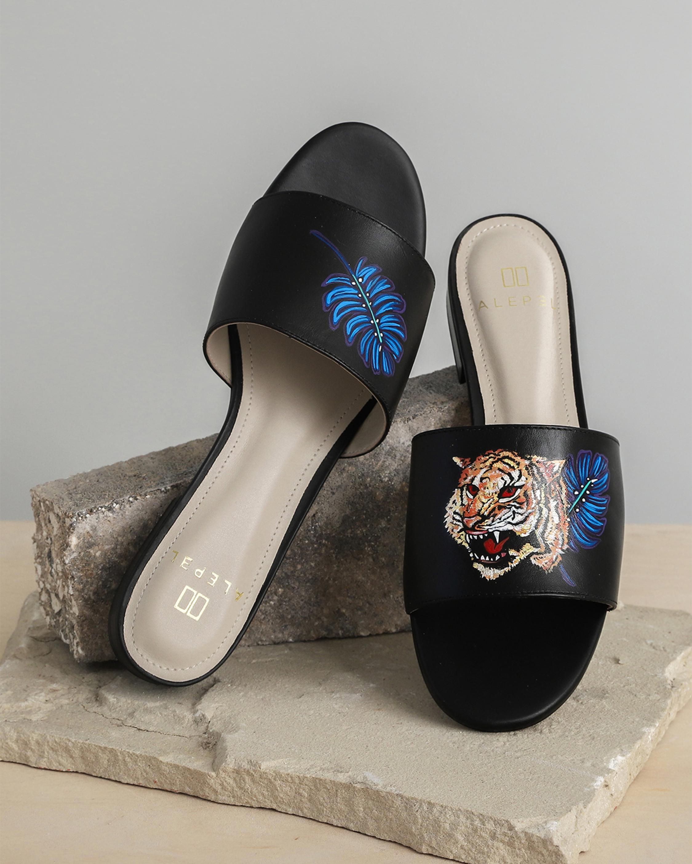 Alepel Hand Painted Royal Tiger Slide Sandal 3