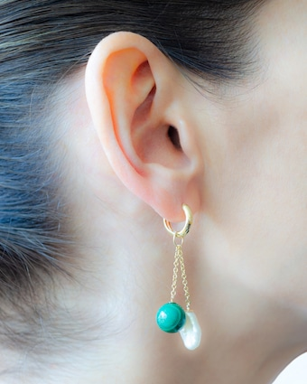 Single Charm Malachite & Pearl Earring