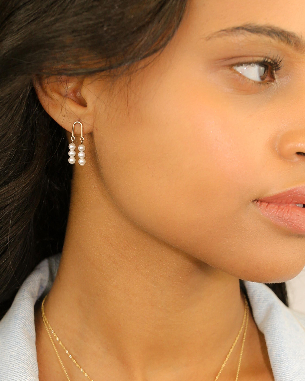 Poppy Finch Gold Arch Three-Pearl Earrings 1