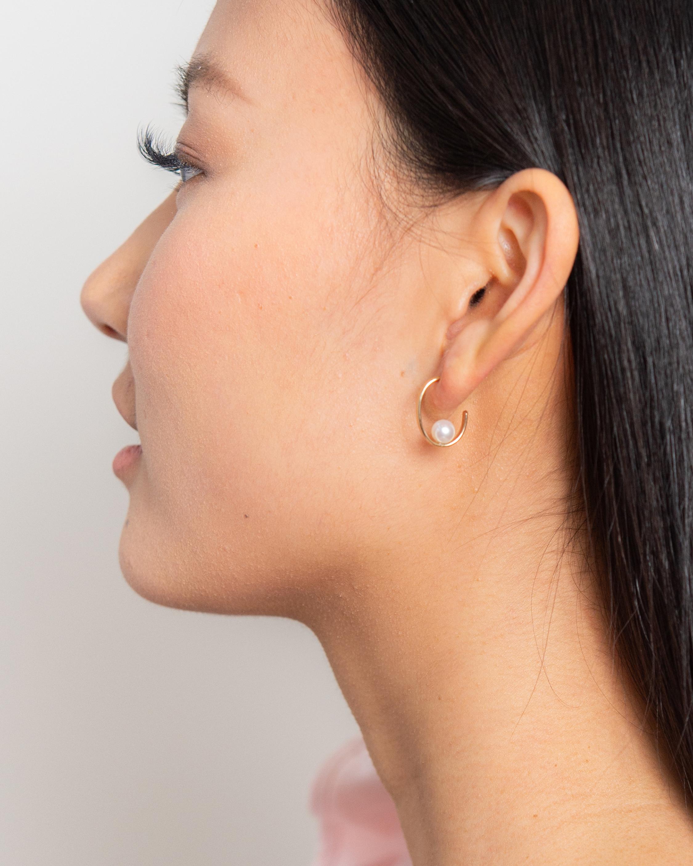 Poppy Finch Oval Pearl Earrings 1