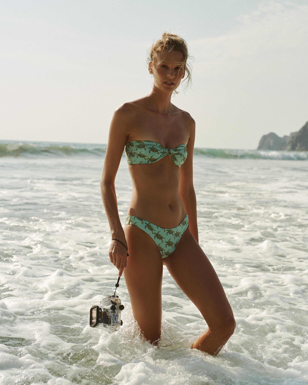 Verde Limón TurtleTunas Bikini Bottom 1
