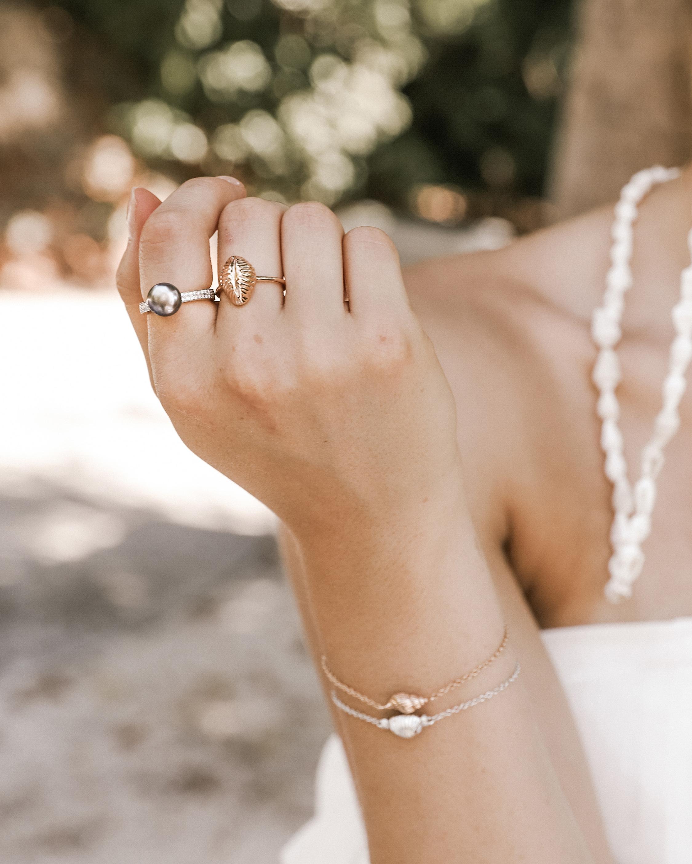 Renna Emerald Thread & Shell Bracelet 1