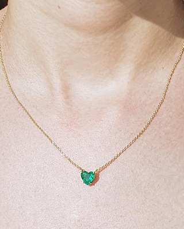 Chérut Heart-Shaped Emerald Pendant Necklace 2
